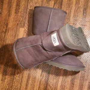 Charcoal grey UGGS size 7 in great shape
